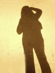 Me doy cuenta de que me faltas (mayavilla) Tags: sepia autoretrato sombra poesia tierra panten poema jaimesabines misombra sepioso yomerenga