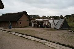 Verkaufszelte von Vikingr-Kontor bei den Wikinger Häuser - Wikinger Museum Haithabu WHH 24-10-2010