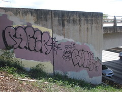 HNL Graffiti, 2010 (HiZmiester) Tags: art graffiti hawaii zee freeway honolulu streetsy rober pons batle 2much 663k