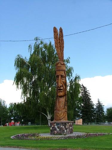 路上看到的木雕像
