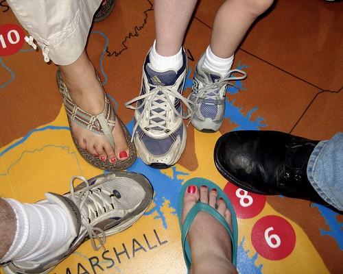 feet foot shoes sandals kentucky ky sneakers flipflops louisville 2007 kentuckystatefair steeltoeboots