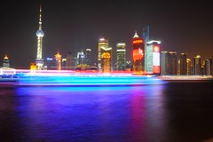 Classic view of Shanghai with a time lapse ferry (KD 123) Tags: china reflection skyline night timelapse nikon asia shanghai outdoor panoramic timeexposure tokina   pudong bund shimmer pearltower thebund puxi d300s tokina1116mmf28 tokina1116mm tokinaatxprosd1116mmf28ifdx nikond300s kimdean