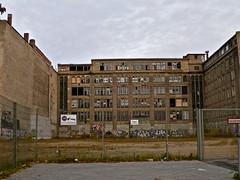 Signalwerk (web.werkraum) Tags: urban streetart berlin germany deutschland architektur signal mitte 2010 berlinmitte chausseestr zune omot zweiseiten signalwerk dasdasein bildfindung berlinerknstlerin tagesnotiz verortung webwerkraum karinsakrowski berlindual