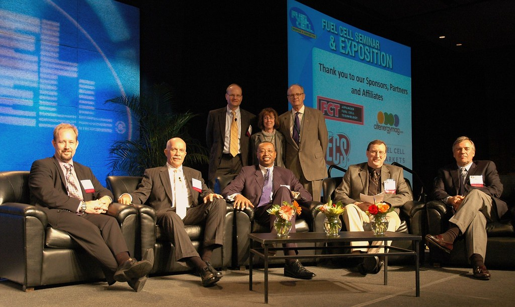 Panel discuss Fuel Cells and Natural Gas