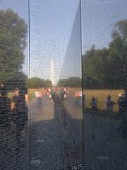 वियतनाम युद्ध स्मारक में परछाई