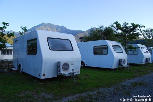 在水一方 露營車(1)