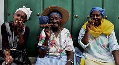 Habaneras Crew (RominikaH) Tags: street old 3 la three calle nikon women expo photos havana cuba vieja womens crew cube tres habana mujeres callejeando puros viejas d90 habaneras ancianas cubalife rominikah