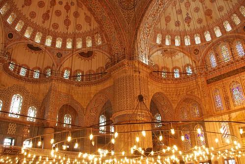 Peace is Inside the Blue Mosque of Istanbul / La Paz está dentro de la Mezquita Azul de Estambul