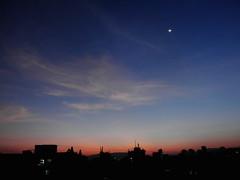 Moonrise before sunrise (Shomirroy) Tags: sky urban clouds sunrise moonrise u7010