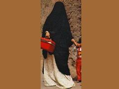 [2538] red lunchbox and black abaya 1.jpg (shakescenery) Tags: women veil hijab niqab veiledbeautyyahoogroupattachments