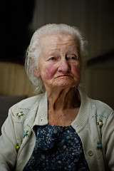 Mamy (Luc Deveault) Tags: old blue canada eye eyes grandmother flash bleu québec grandmère bounce vieille 2010 caracter louiseville ursule strobist photoquebec deveault