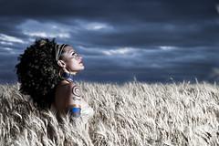 La reina de frica (azuaravaconmigo) Tags: daisy campo cereales maquillaje peluquera sesin fzfave azuaravaconmigo superretofez2010 wwwchabifotografiaes