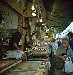 A Scene in Market (fukui_norisuke) Tags: japan tokyo market kodak fishmarket rolleiflex28f portra400vc tukiji chuouku