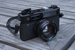 Yashica electro 35 GTN (oidan) Tags: black canon vintage 350d 45mm f17 yashicaelectro35gtn
