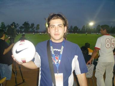 Danilo Sánchez con la pelota oficial de la Copa America