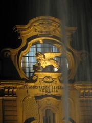 Il leone alato delle Generali (Paolo Bertinetto) Tags: italy torino italia piemonte sculture palazzo notte leonealato paolobertinetto animaliimmaginari