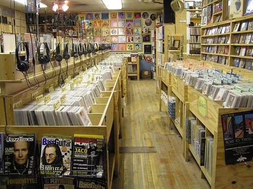 Музикален магазин 1347026232_6488dd72c2