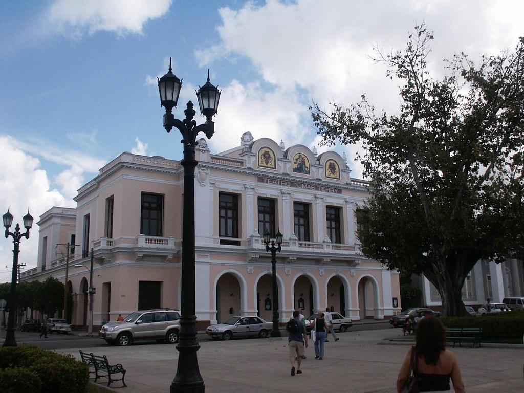 Cienfuegos - Cienfuegos, para R.E. Ames y esposa y para todos. 1443989149_469939c342_b