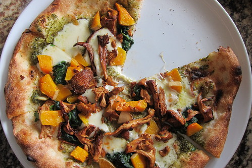 Olio Pizzeria & Cafe: Chanterelles & Squash Pizza