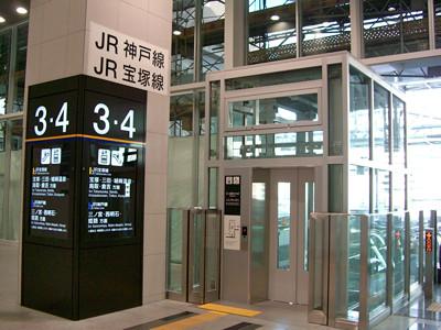 JR大阪駅 橋上通路