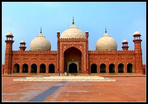 Pakistan: Badshahi Masjid by Sir Cam.