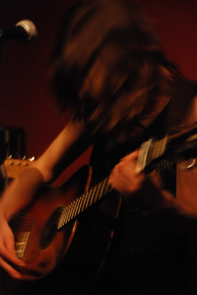 Imagen de Miren Iza, líder del grupo Tulsa, en concierto en el bar Fotomatón, Madrid