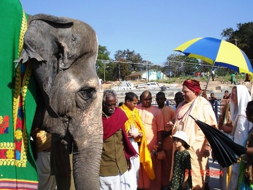H H Jayapataka Swami in Tirupati 2006 - 0004 por ISKCON desire  tree.