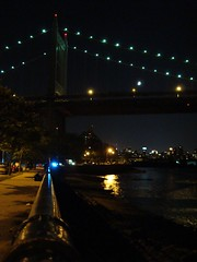 Shore Boulevard (Super Happy Eats) Tags: city nyc newyorkcity bridge light newyork water night river dark lights bridges rail eastriver astoria astoriapark shoreboulevard