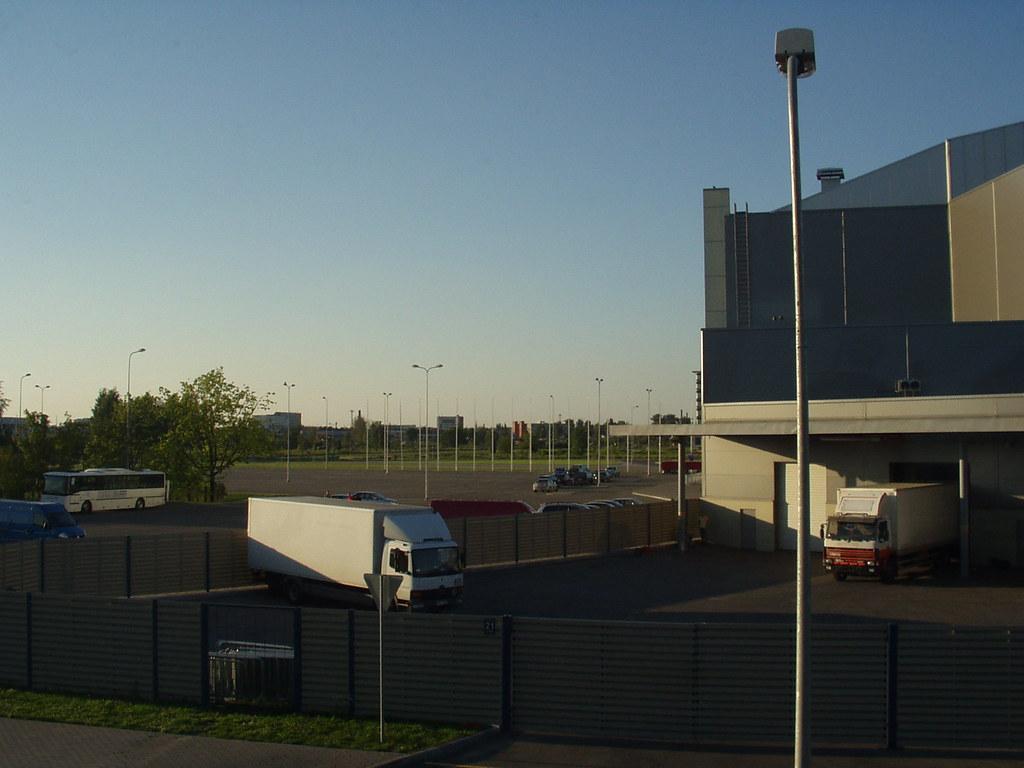 P001 - LOTYSSKO1 - Riga - Nová hokejová hala - Pohled z okna pokoje hotelu SKANSTE - 1010001