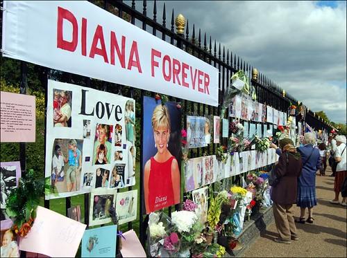 princess diana funeral flowers. Princess Diana tributes at