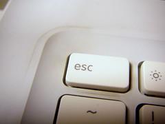 鍵盤左上污垢