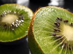 Just Green.... (SlapBcn) Tags: verde green fruit cutout dof desaturation slap kiwi verd selective fruita canong7 a3b slapbcn