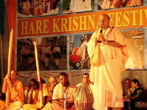 H H Jayapataka Swami in Tirupati 2006 - 0059 por ISKCON desire  tree.