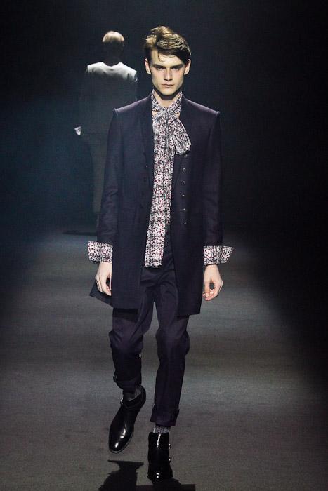 Douglas Neitzke3250_SS11_Tokyo_Lad Musician(Fashionsnap)