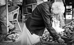 Inselbilder.... (andrealinss) Tags: street people blackandwhite bw white black spain gente market streetphotography menschen markt schwarzweiss mallorca mercato spanien espagna santanyi streetfotografie andrealinss