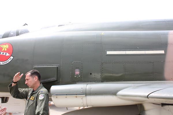 EAA10_F-4E_12