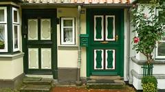 Nordfriesland-Tren-12 (vouffy) Tags: door roses house germany eingang entrance doorway portas tren threshold portes rosenstock housedoor trschwelle northernfrisia seasidehousdoors