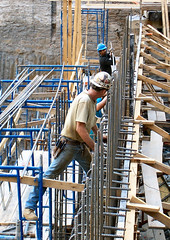 Hard Hats (jglsongs) Tags: nyc newyorkcity hardhat building male men workers uomo scaffold gothamist constructionsite hommes mnner hombres homens nuevayork  constructionworker menn mensen uomini  ljudi   mnd   miehet    mczyni mui uomi     jglsongs        brbai      thnhphnewyork      newyorkstadt