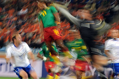 World Cup 2010 South Africa: Netherlands v Cameroon (toksuede) Tags: world africa holland cup sports netherlands sport del foot football nikon fussball soccer south du weltmeisterschaft di deporte monde futbol coupe mundo copa futebol d3 oranje cameroon 2010 calcio cameroun