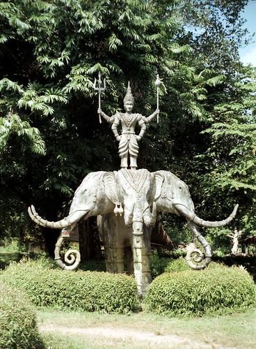 Esculturas que representan la mitologá budista