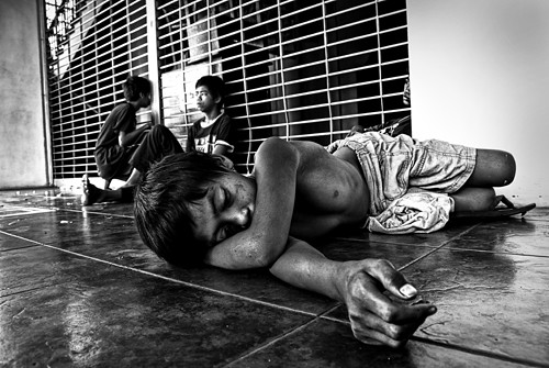 Pinoy Filipino Pilipino Buhay  people pictures photos life boy, sidewalk, scene, sleeping