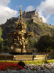 Castle - Edinburgh, Scotland, UK (LeszekZadlo) Tags: park uk greatbritain building castle fountain architecture scotland europe unesco fortress lothian worldheritagesites wonderworld oureurope ph605