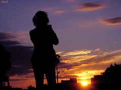 Gwen en action (Nino H) Tags: city sunset sky sun canada silhouette soleil quebec ciel qubec gwen coucherdesoleil mariejose supershot theperfectphotographer