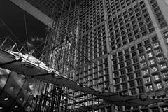 L'arche (...::: Antman :::...) Tags: bw paris france building blackwhite nb moderne immeuble ladfense noirblanc arche canoneos450d