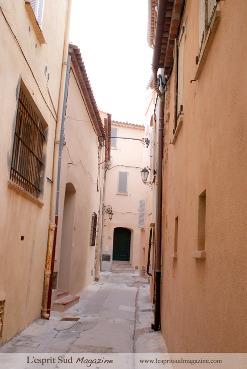 Saint Tropez - Narrow streets in the old town