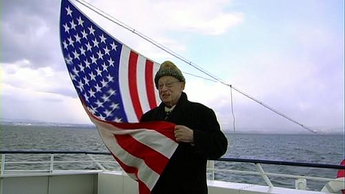 jj enveloppé drapeau
