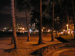 Beach at night (Flavious Cornelious!) Tags: hawaii oahu honolulu waikikibeach