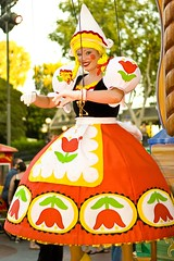 Dutch Girl Marionette (FrogMiller) Tags: california ca family vacation cute tourism fun puppet disneyland smiles tourist disney tourists parade anaheim oc marionette disneylandresort castmember