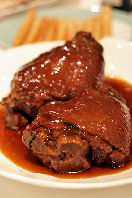 Stewed Australia Pork Shank combined with Crisp-fried Long Bun
