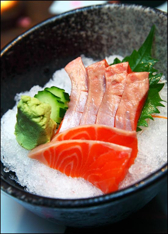 hajime-salmon-sashimi